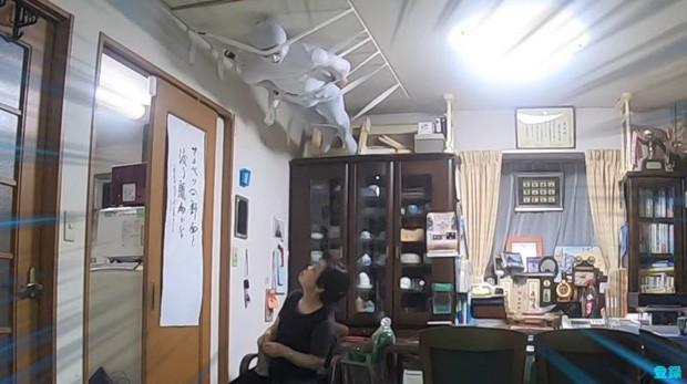 Bày trò với ông nội giả ma dọa bà nội, chàng YouTuber Nhật Bản nhận về cái kết cười đau cả bụng nhưng cũng gian nan phết - Ảnh 5.