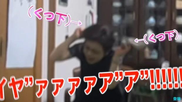Bày trò với ông nội giả ma dọa bà nội, chàng YouTuber Nhật Bản nhận về cái kết cười đau cả bụng nhưng cũng gian nan phết - Ảnh 6.