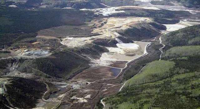 Con sông đắt đỏ nhất thế giới, dưới đáy chứa toàn vàng chỉ việc đến múc lên đem bán - Ảnh 1.
