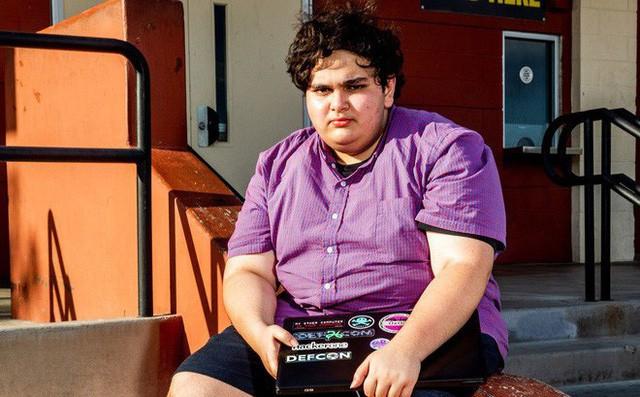 Cậu bé này bị cho nghỉ học vì tìm thấy lỗ hổng trong hệ thống phần mềm của trường - Ảnh 1.
