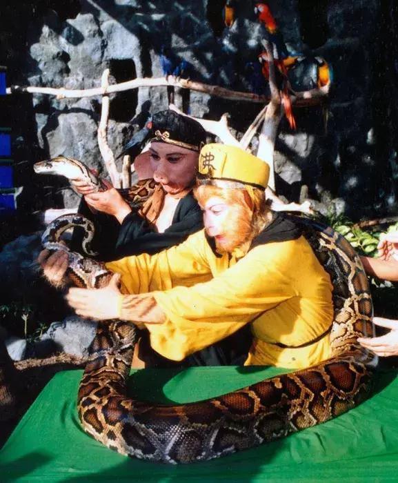 Đường Tăng cầm mic hát và những hình ảnh hậu trường hiếm có của Tây Du Ký 1986 - Ảnh 9.