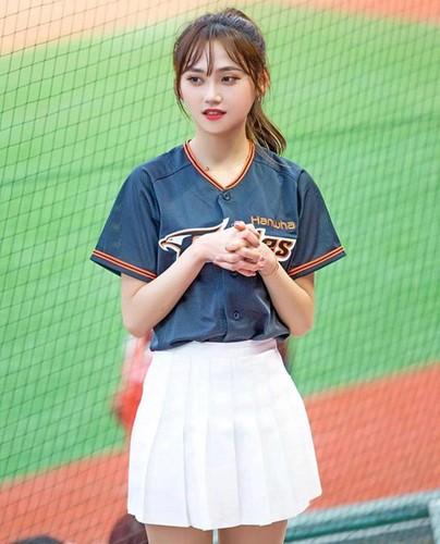 Vẻ đẹp nóng bỏng của các hot girl hoạt náo viên Hàn Quốc, thế này thì khán giả nào chả thích tới sân - Ảnh 6.