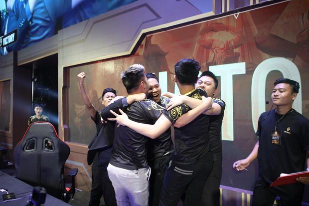 ZD Esports đi hát hò ăn mừng chiến thắng, nhưng sự xuất hiện của Bé Chanh mới là tâm điểm chú ý - Ảnh 1.