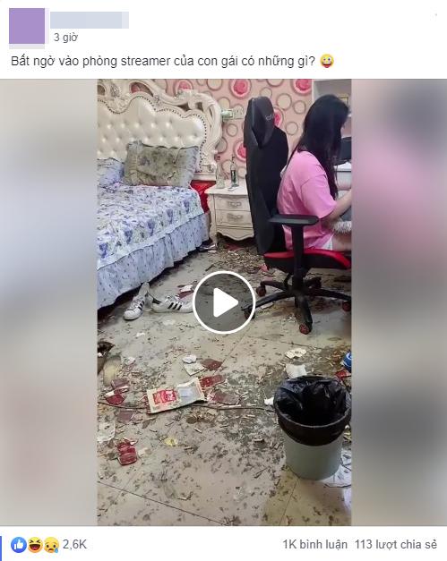Dân tình khiếp sợ với căn phòng của nữ streamer bẩn như vừa xảy ra vụ nổ, nhìn gối ngủ đen ngòm như nhặt từ đống rác - Ảnh 1.