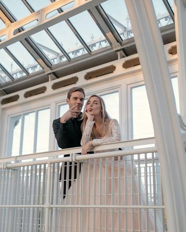 Bộ ảnh cưới đẹp như trong truyện cổ tích của ông hoàng YouTube PewDiePie - Ảnh 3.