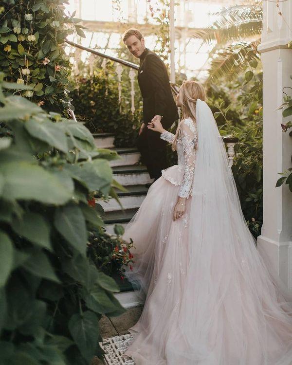 Bộ ảnh cưới đẹp như trong truyện cổ tích của ông hoàng YouTube PewDiePie - Ảnh 6.