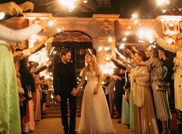 Bộ ảnh cưới đẹp như trong truyện cổ tích của ông hoàng YouTube PewDiePie - Ảnh 7.