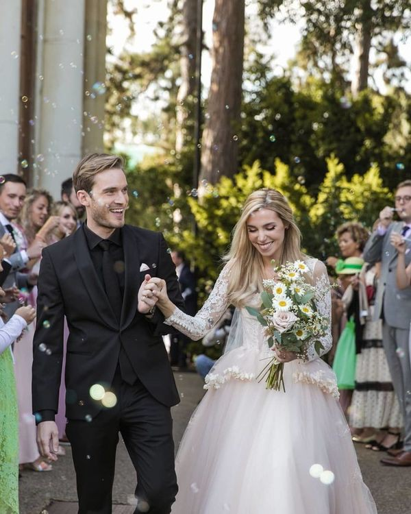 Bộ ảnh cưới đẹp như trong truyện cổ tích của ông hoàng YouTube PewDiePie - Ảnh 8.