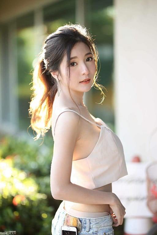 Gục ngã trước nhan sắc nóng bỏng của cô nàng hot girl xứ sở chùa Vàng - Ảnh 32.