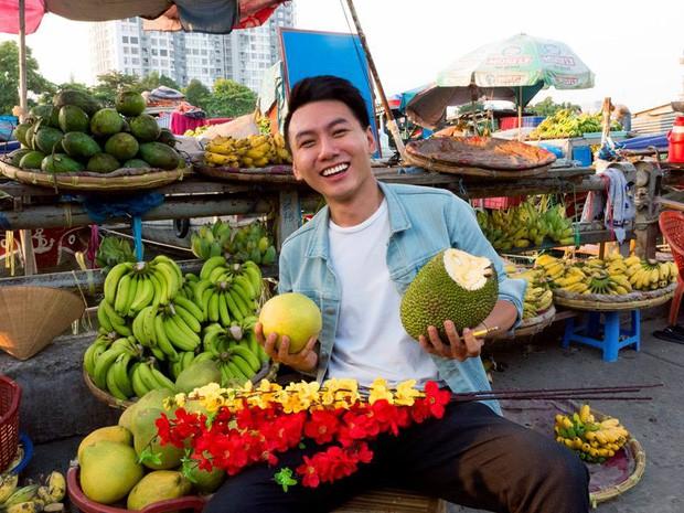 5 kênh du lịch - ẩm thực hot nhất miền Tây: Khoai Lang Thang sắp đạt nút vàng, một YouTuber trẻ tuổi khác đã làm được điều đó từ lâu - Ảnh 1.