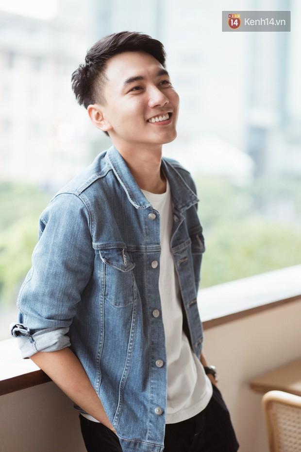 5 kênh du lịch - ẩm thực hot nhất miền Tây: Khoai Lang Thang sắp đạt nút vàng, một YouTuber trẻ tuổi khác đã làm được điều đó từ lâu - Ảnh 2.