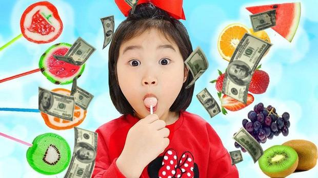 Góc khuất đằng sau thành công của những kênh Youtube nhí triệu đô: Tuổi thơ bị đánh cắp, trở thành lao động chính khi miệng còn hôi sữa - Ảnh 1.