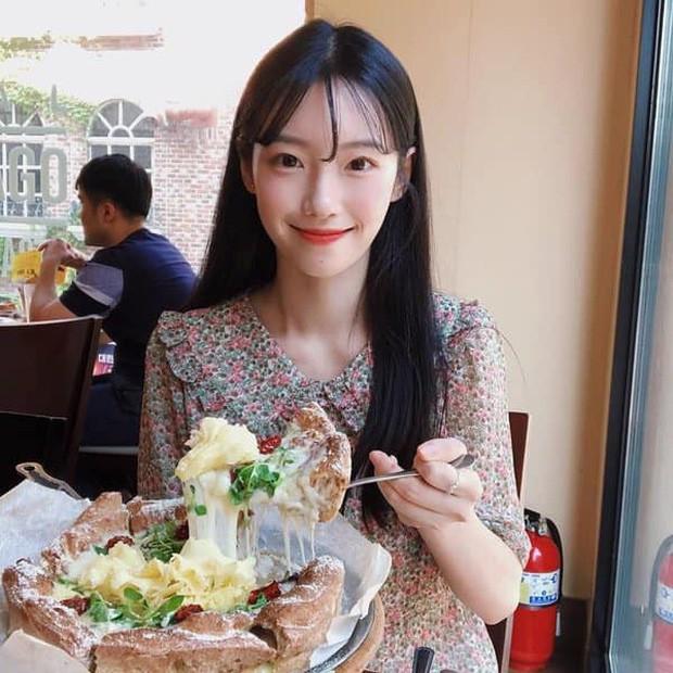 Nữ YouTuber sở hữu điểm cộng nhan sắc của IU, Taeyeon, Irene nên bị nghi ngờ là đã đập mặt xây lại - Ảnh 1.
