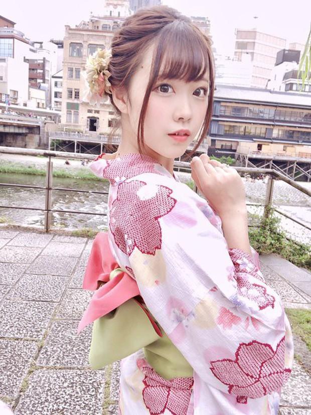 Nữ thần cosplayer xinh đẹp bỗng chốc khiến fan ú ớ, há hốc mồm sau pha pose ảnh đời thật không chỉnh sửa - Ảnh 1.