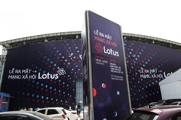 Toàn cảnh buổi tổng duyệt lễ ra mắt MXH Lotus: Dàn sao hot hứa hẹn mang đến những điều bất ngờ, sân khấu cực hoành tráng đã sẵn sàng! - Ảnh 2.