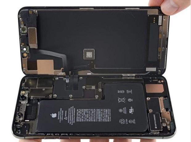 Bí ẩn nằm sâu bên trong iPhone 11 Pro Max: Suýt nữa thì fan Apple được dịp vui nổ mũi! - Ảnh 1.