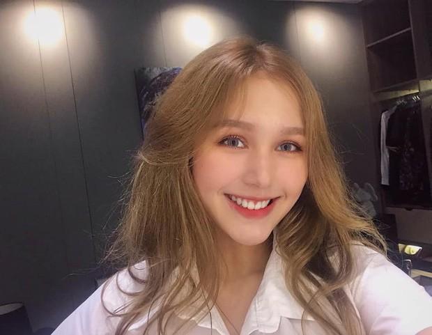 Bạn gái kém 13 tuổi của streamer giàu nhất Việt Nam Xemesis: Thường xuyên bị nhầm là con lai vì vẻ ngoài xinh đẹp, cuốn hút - Ảnh 2.