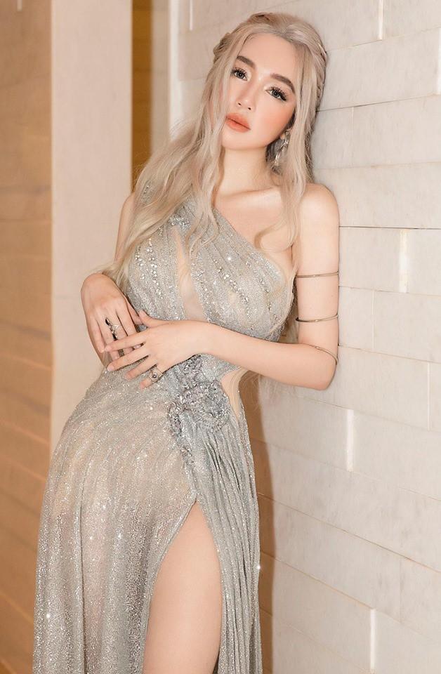 """Hot girl 2 con nóng bỏng trên trang điện tử Trung Quốc, cộng đồng đánh giá vẫn... kín đáo"""" hơn so với ở Việt Nam - Ảnh 3."""