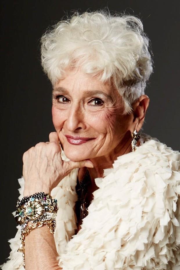 Sốc với cụ bà gần 90 tuổi vẫn sung mãn, hằng ngày lên Tinder quét trai trẻ - Ảnh 4.