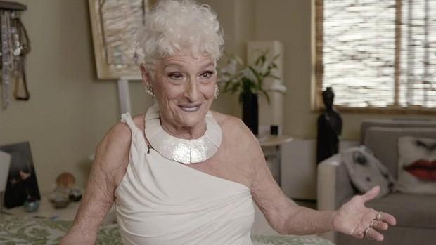 Sốc với cụ bà gần 90 tuổi vẫn sung mãn, hằng ngày lên Tinder quét trai trẻ - Ảnh 5.