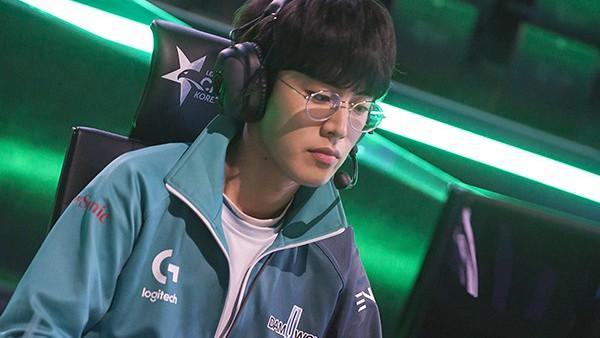 LMHT: Xứng danh game thủ soái ca, Mystic và JackeyLove lọt top đề cử 100 gương mặt điển trai nhất châu Á - Ảnh 5.