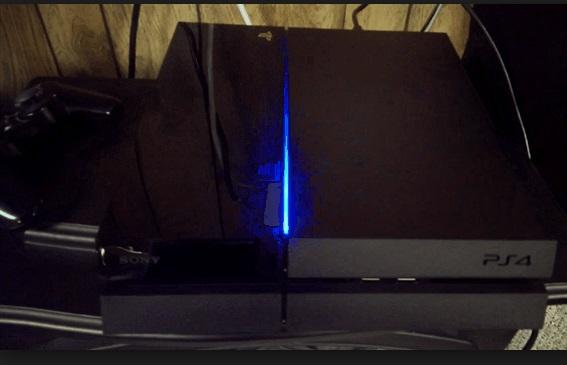 Người mua tức giận vì lỗi đèn xanh của PS4 1