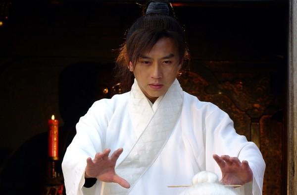 Trương Vô Kỵ lãnh ngộ trọn vẹn bí kíp Cửu Dương Thần Công và có nội công thâm hậu bậc nhất trên giang hồ
