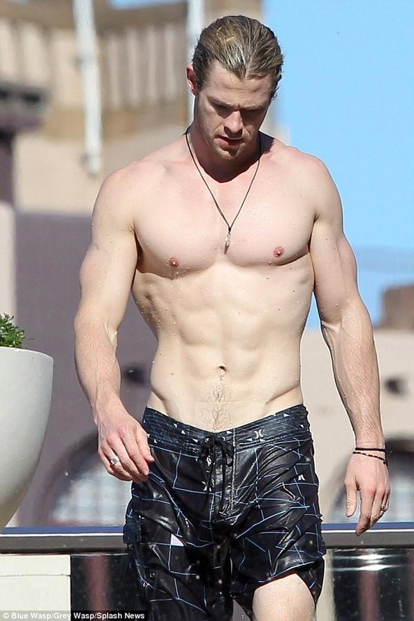 Nếu so sánh với hình ảnh cơ bắp này của Chris thì quả là khác nhau một trời một vực
