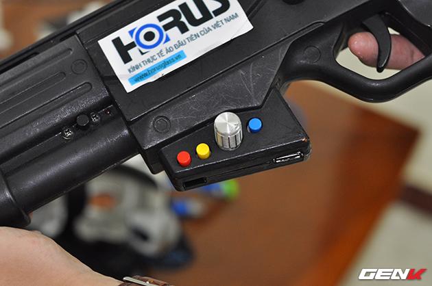 Một số nút điều chỉnh để tinh chỉnh các tính năng của súng như thay đổi độ rung, giật của súng.