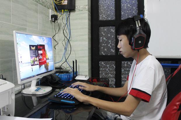"""Gặp gỡ chàng thiếu niên sinh năm 2001 Top 2 Thách Đấu, LMHT Việt Nam sắp có SOFM """"version 2.0""""?"""