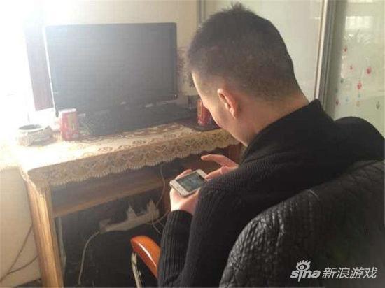 Tiểu Thịnh nghiện chơi game mobile, đến độ lấy trộm 8 vạn nhân dân tệ tiền cưới của anh trai