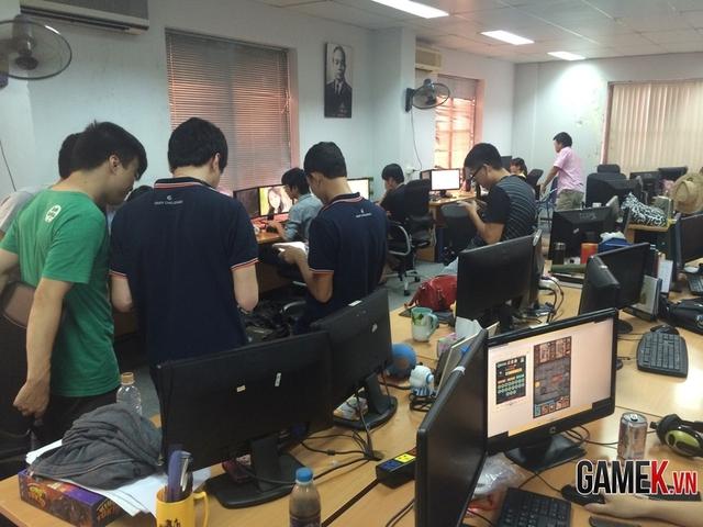 Ngày thứ 7 nhưng toàn bộ studio vẫn có mặt để hoàn thiện dự án mới.