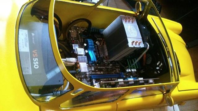 Chiêm ngưỡng bộ máy tính xe hơi tự tạo vô cùng chất lượng