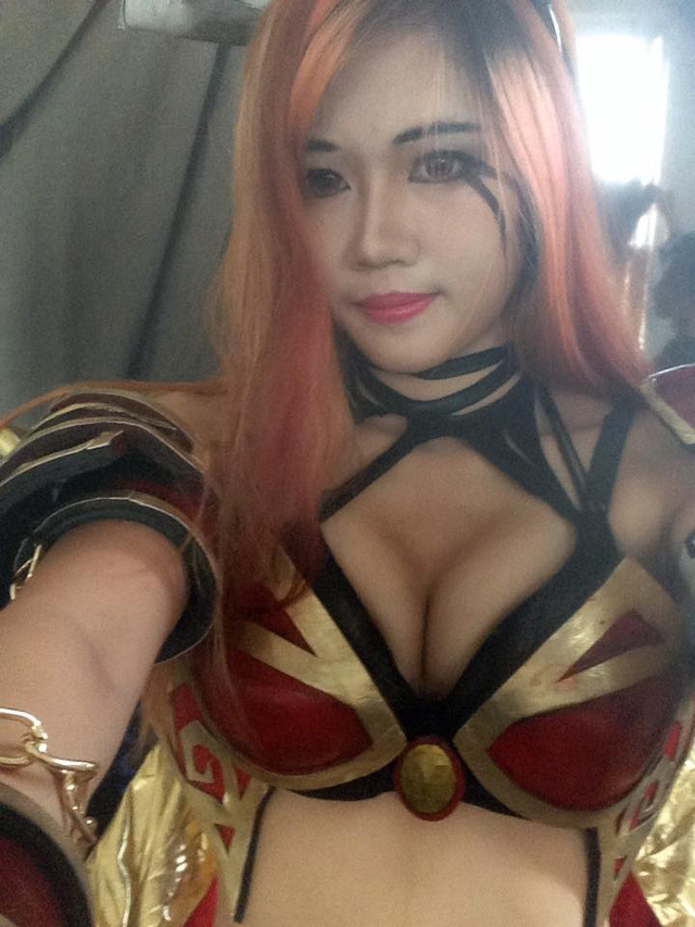Bất ngờ với cosplay Queen of Pain cực sexy của game thủ Việt