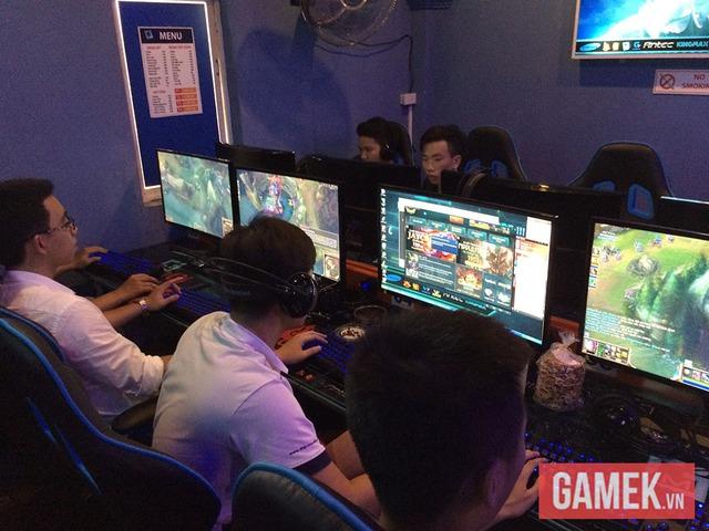 Thăm quán game đầu tiên sử dụng màn hình cong tại Việt Nam