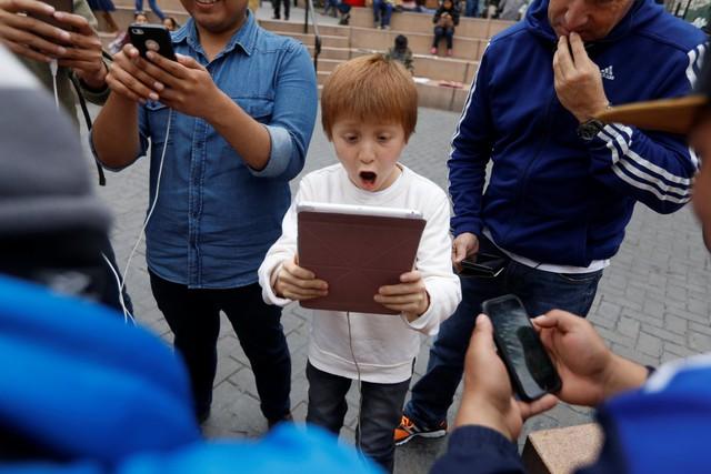 Thay vì smartphone bé nhỏ, sao không dùng iPad để chơi cho đã?
