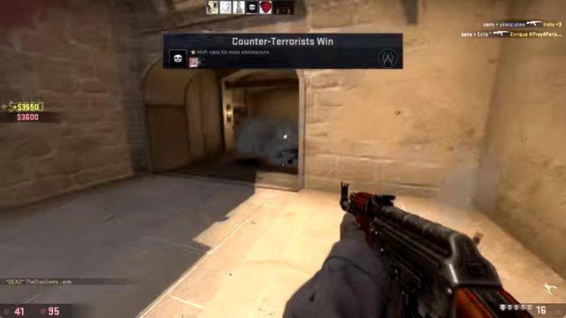 Tôi thấy AK, tôi nhặt, tôi ace.
