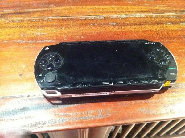 Bé trai nuốt máy PSP vì không được mua đèn lồng 4