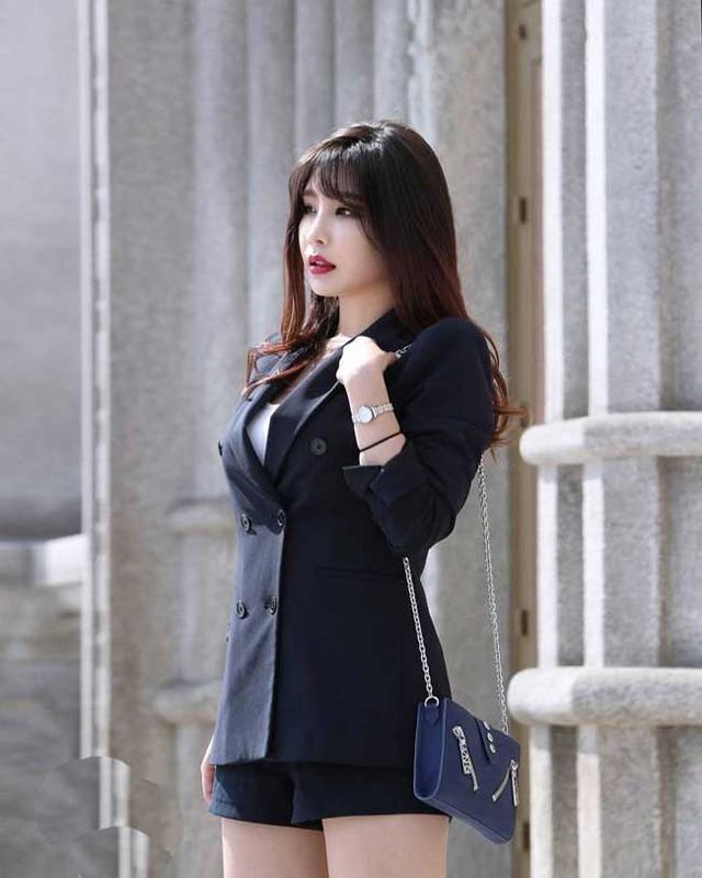 Nhan sắc gợi cảm của hai cô giáo cực phẩm nhất Hàn Quốc, nóng bỏng thế này bảo sao điểm danh chẳng thiếu sinh viên nào - Ảnh 2.