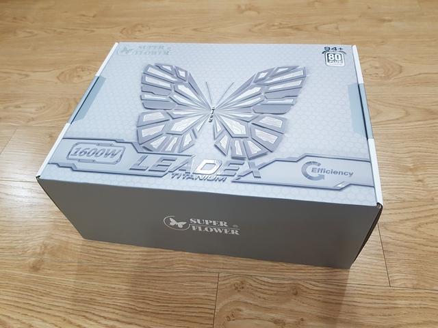 Đập hộp Siêu bướm Super Flower Leadex Titanium 1600W: Siêu phẩm nguồn máy tính chuyên trị hàng khủng của các đại gia - Ảnh 2.