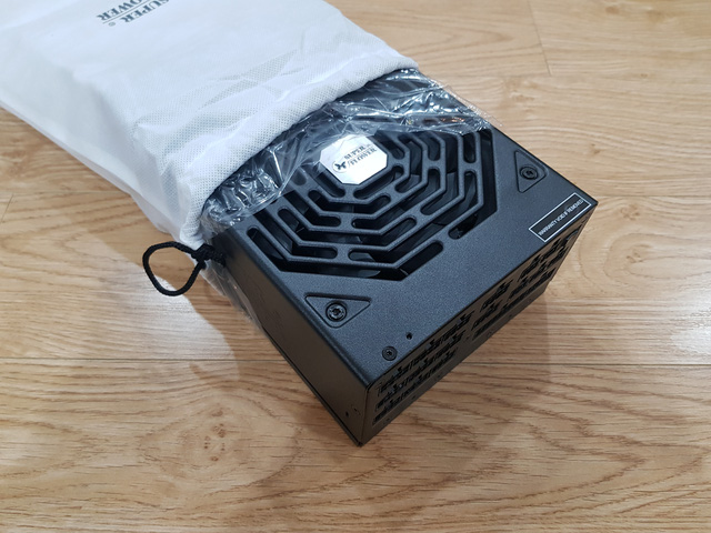 Đập hộp Siêu bướm Super Flower Leadex Titanium 1600W: Siêu phẩm nguồn máy tính chuyên trị hàng khủng của các đại gia - Ảnh 4.