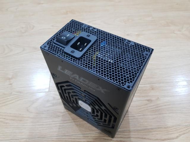 Đập hộp Siêu bướm Super Flower Leadex Titanium 1600W: Siêu phẩm nguồn máy tính chuyên trị hàng khủng của các đại gia - Ảnh 7.
