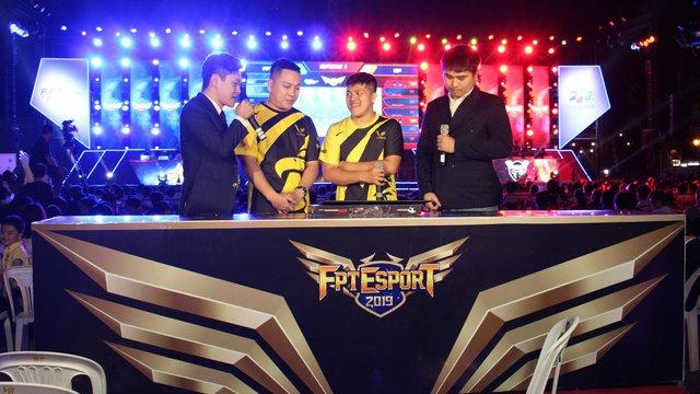 Liên Quân Mobile: Toàn cảnh chung kết rực lửa của giải đấu FPT eSport Championship 2019 - Ảnh 3.