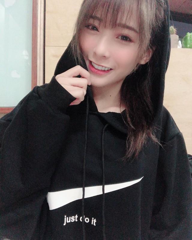 Bất ngờ với nhan sắc tuyệt đỉnh của cô nàng streamer xinh đẹp, cộng đồng mạng rần rần hỏi xin info - Ảnh 14.
