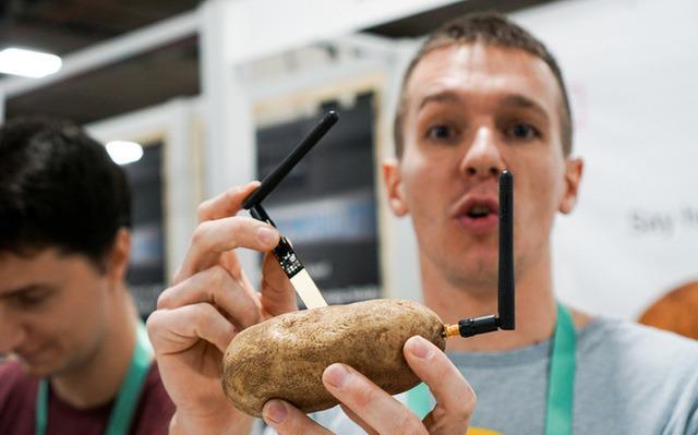 Dạo một vòng CES 2020 bắt gặp startup rao bán khoai tây thông minh - Ảnh 1.