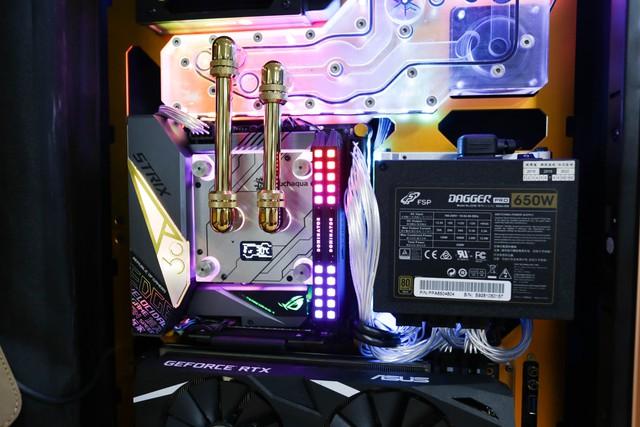 Trải nghiệm chơi game trên chiếc PC vali cực độc cực đẹp: Mượt mà những mà... mỏi cổ - Ảnh 8.