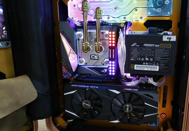 Trải nghiệm chơi game trên chiếc PC vali cực độc cực đẹp: Mượt mà những mà... mỏi cổ - Ảnh 5.