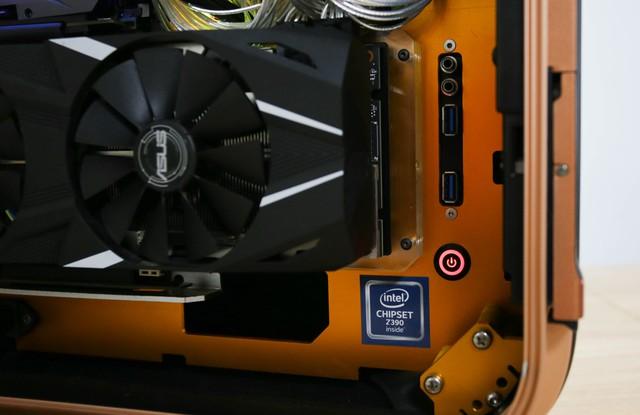 Trải nghiệm chơi game trên chiếc PC vali cực độc cực đẹp: Mượt mà những mà... mỏi cổ - Ảnh 4.