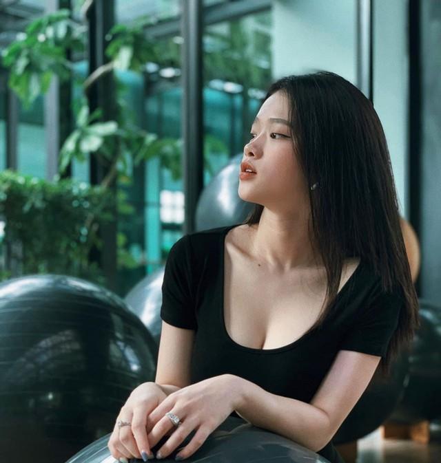 Hot girl Linh Ka tung MV cover mới nhưng không thấy... ngực với mông như trong ảnh đâu cả! - Ảnh 2.