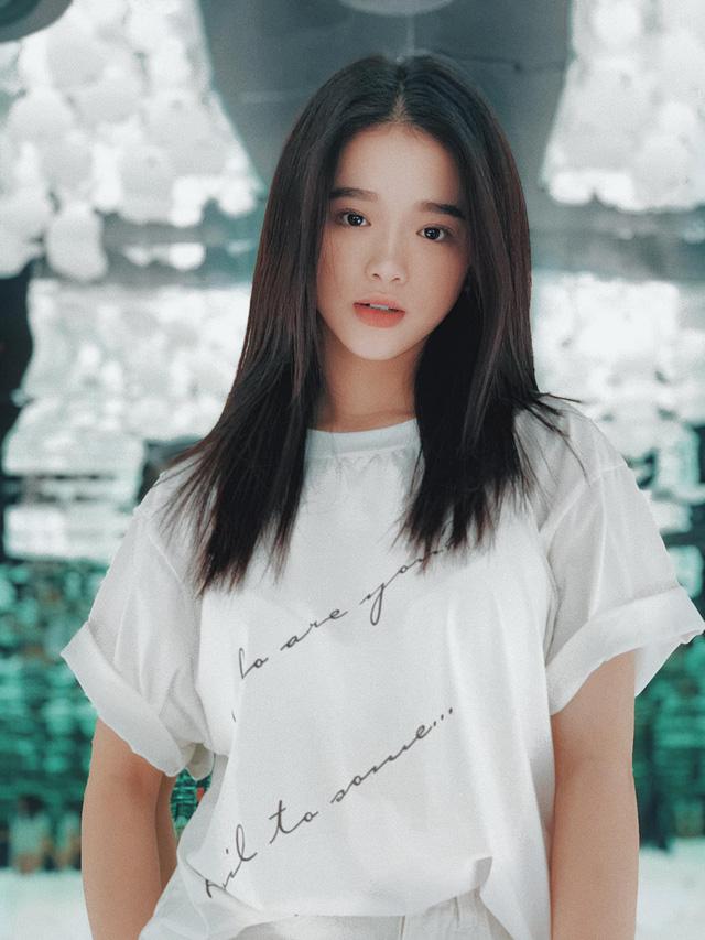 Hot girl Linh Ka tung MV cover mới nhưng không thấy... ngực với mông như trong ảnh đâu cả! - Ảnh 3.